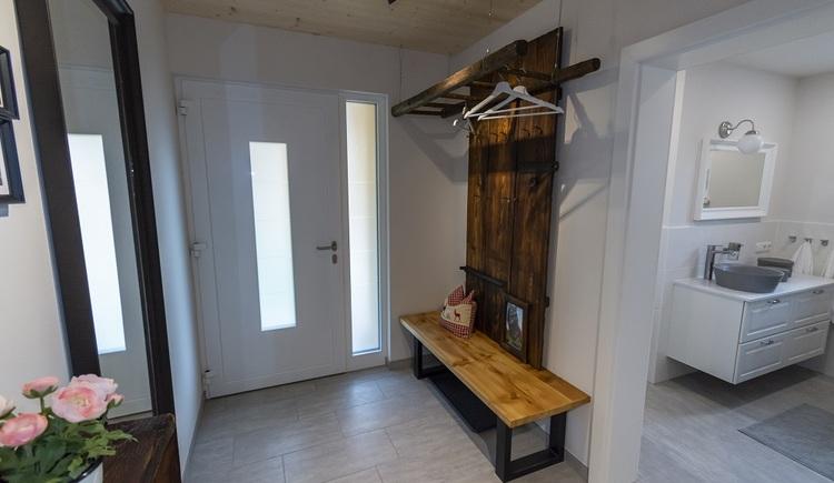 Bereits beim Betreten des Vorraums fühlt man sich als Gast im Chalet 164 willkommen!