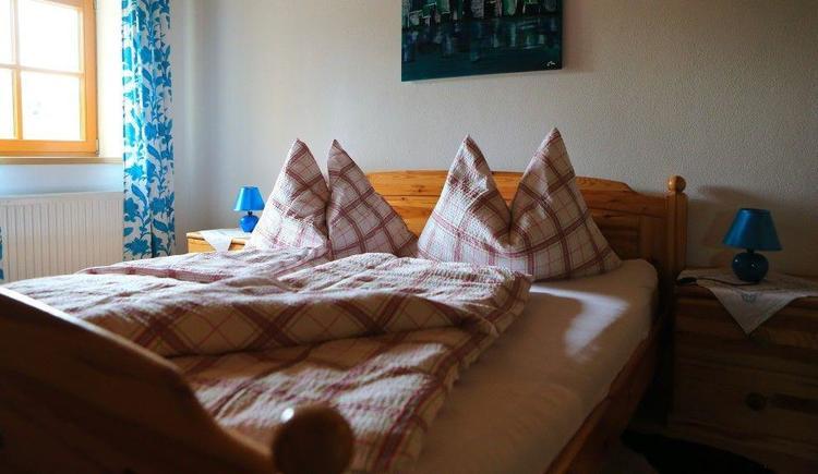 Zimmer mit Seeblick im Sommer