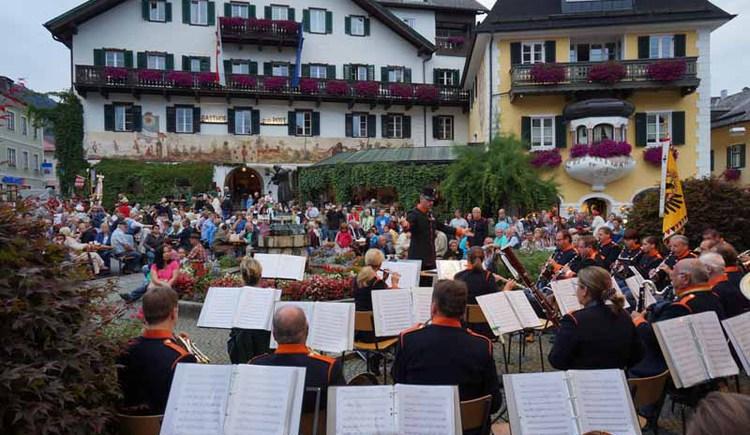 Konzert der Rainermusik am Mozartplatz in St. Gilgen. (© WTG)