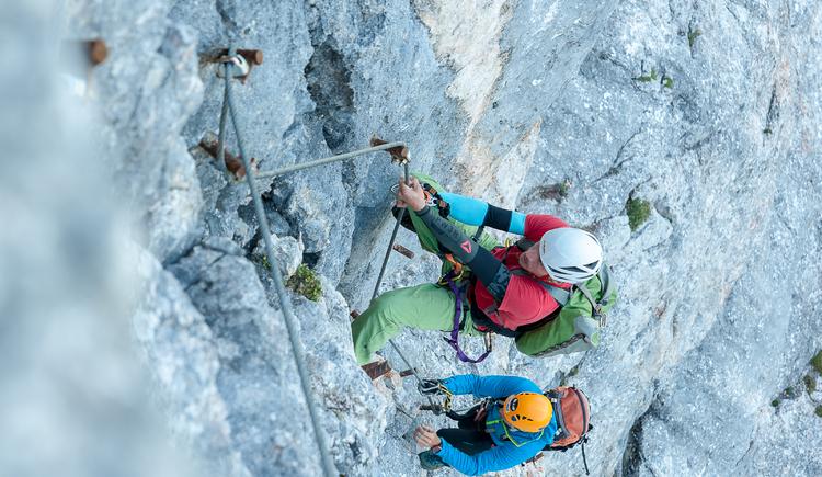 Der Outlaw Klettersteig ist ein kurzer Klettersteig mit tollen Aussichten auf den Dachstein. (© Werbegams)