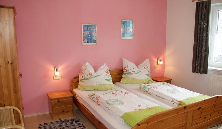 Doppelzimmer rosa (© Privat)