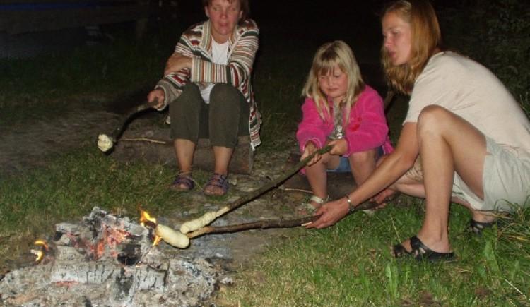 Grillen am Lagerfeuer