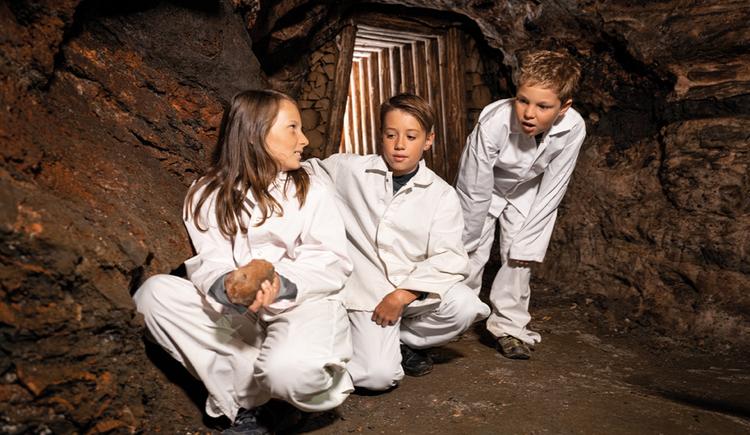 Kinder ab vier Jahren sind im Salzbergwerk herzlich Willkommen! (© Salzwelten/Bergauer)