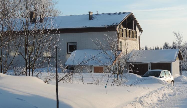 tief verschneit im Winter (© Ferienregion Böhmerwald)