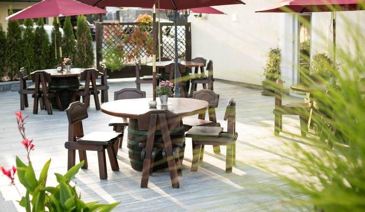 Sonnig und ruhig - unser Gartenbereich mit Terrasse