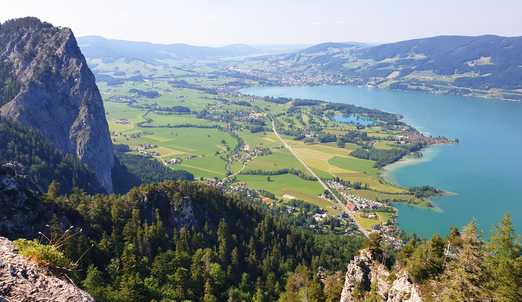 Beautiful view from mount Almkogel to lake Mondsee and Irrsee (in the back). (© TVB Mondsee-Irrsee)