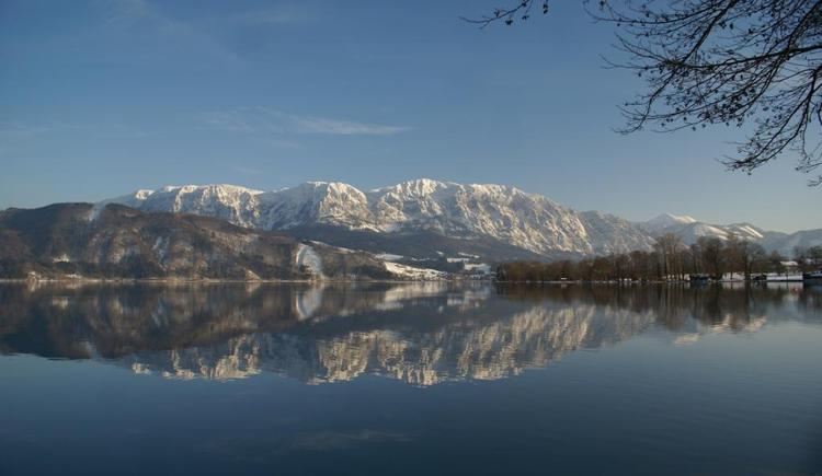 Winterpanorama vom Attersee. (© Roither Matthias)