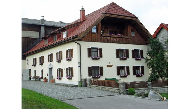 Hausansicht Stauferhof in Genstetten