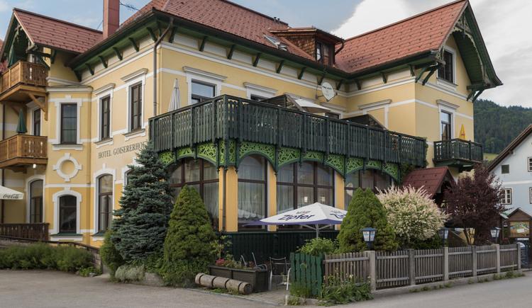 Hotel mit Gastgarten (© Hotel Goisererhof)