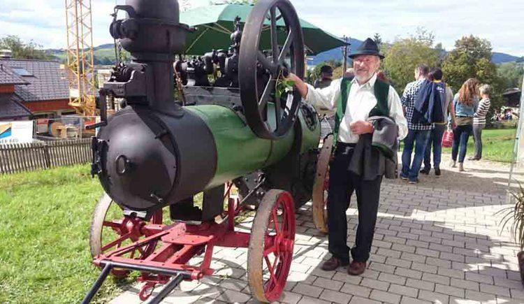 alte landwirtschaftliche Maschine, Personen