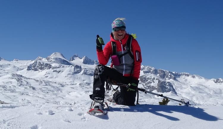 Lebensfreude pur, Schneeschuhwanderin am Dachstein Krippenstein. (© Martha Rieß)