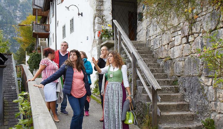 Unsere ausgebildeten Austria Guides nehmen dich mit auf eine Führung durch Hallstatt. (© WKO OÖ)