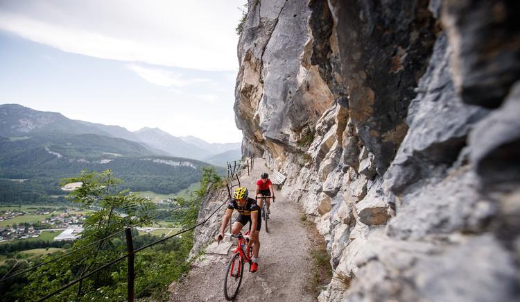 Einer der schönsten und spektakulärsten Aussichtspunkte im Dachstein Salzkammergut - die Ewige Wand in Bad Goisern - Dieser Spot ist es definitiv wert um auf jeder Gravel Biker bucket list zu landen. (© Erwin Haiden bikeboard.at)