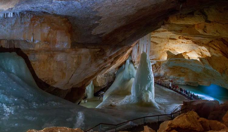 Es erwartet dich eine spannende Führung durch die Dachstein Rieseneishöhle am Krippenstein in Obertraun. (© Dachstein Tourismus AG/Manfred Schöpf)