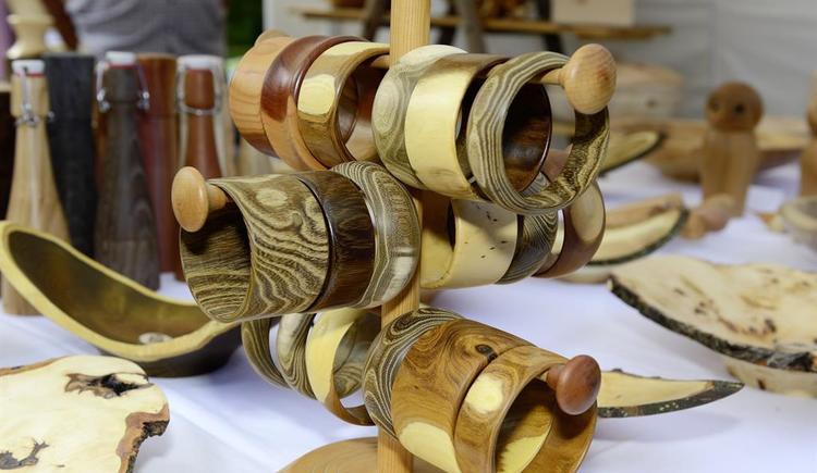 Holzmarkt Armreifen (© TVB Ferienregion Traunsee)