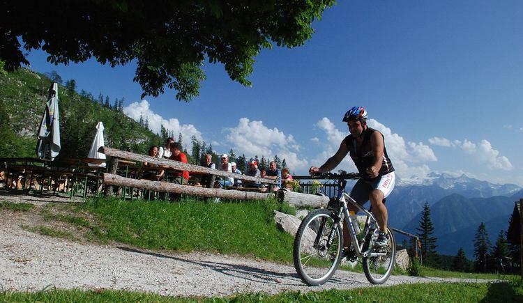 Das Alpengasthaus Hütteneck ist auch mit dem Mountainbike erreichbar. (© Ferienregion Dachstein Salzkammergut)