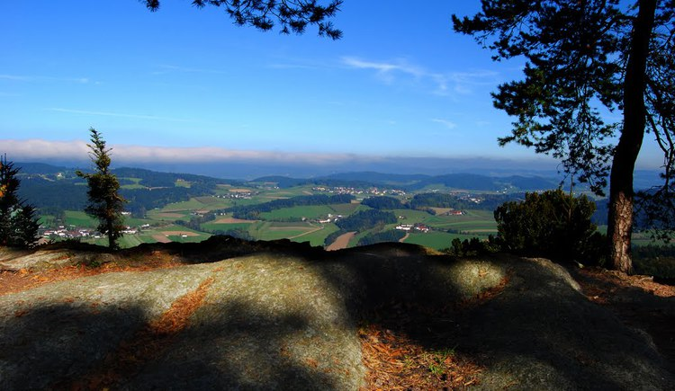 Kurz vor Peilstein erwartet Sie am Kraftplatz Kühstein ein traumhafter Weitblick in die zauberhafte Hügelwelt der Region.