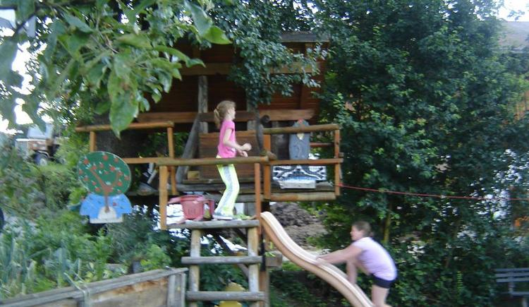 unser Gartenhaus lädt zum Spielen ein