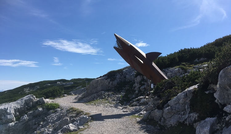 The Dachstein Shark is a popular photo point and the newest attraction on the Heilbronner Circular Trail. (© Ferienregion Dachstein Salzkammergut)