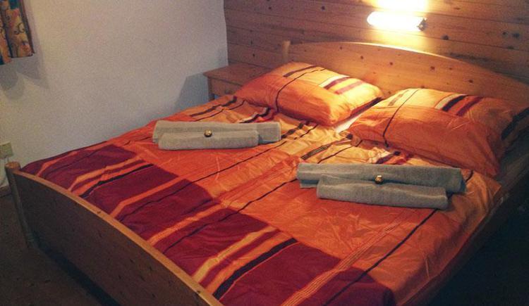 Doppelbettzimmer (© Selbstversorgerhütten Feuerkogel)