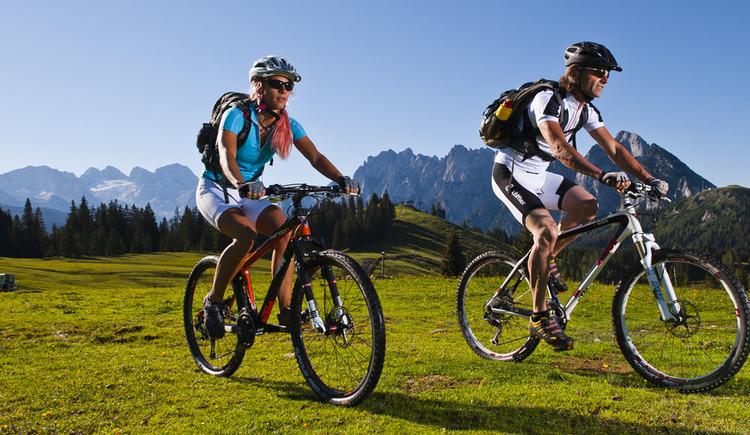 3-Tage pures Bikevergnügen rund um die Bergpersönlichkeit König Dachstein. (© OÖ Tourismus)