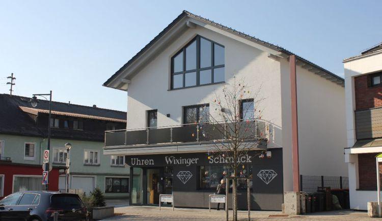 Foto zeigt das Geschäft Schmuck & Uhren Wixinger in St. Georgen im Attergau in Oberösterreich. (© TVBAtterseeAttergau_FotoSimonePuchner)
