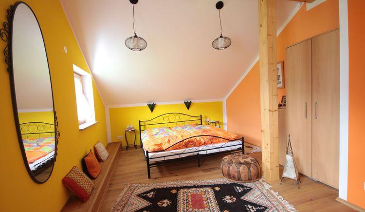marokkanische Schlafzimmereinrichtung. (© Haus Bellevue)