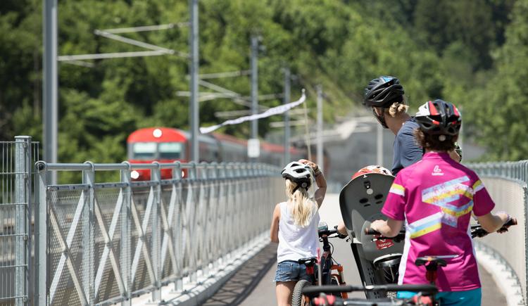 Steyrtal Radweg Eisenbahnbrücke (© TVB Pyhrn-Priel/Florian Lierzer)