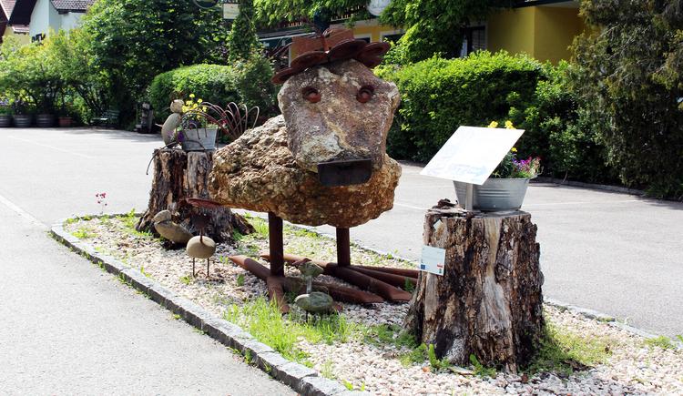 Steinvogel Brunhilde. (© LEADER-Region Mitten im Innviertel)