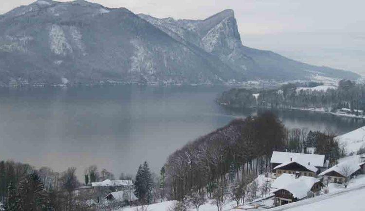 Blick auf die verschneite Winterlandschaft