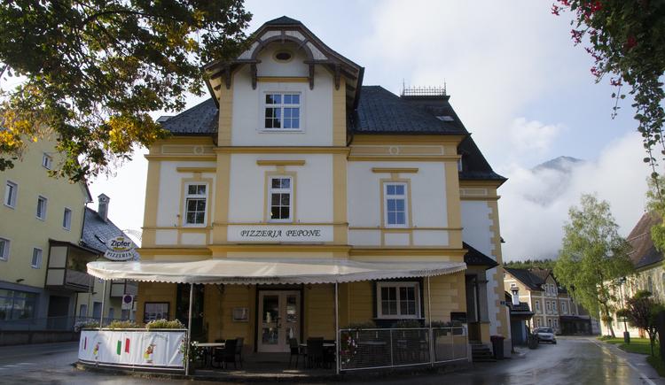 Die neunte Station ist der ehemaliger Spar- und Kreditverein Bad Goisern\nHeute eine sehr gute Pizzeria im Ortszentrum