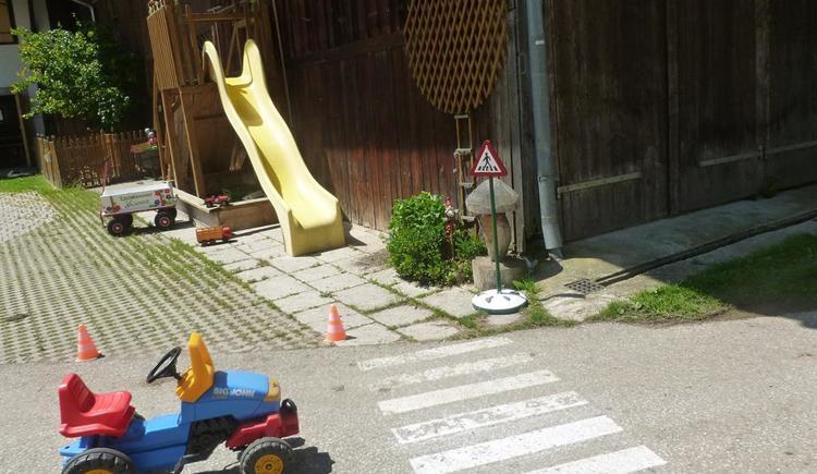Schöner Innenhof wird als Spielplatz genutzt (© berger)