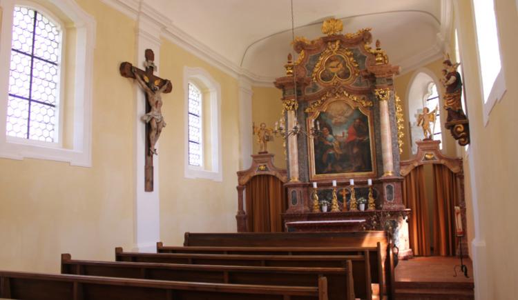 Das Foto zeigt die Innenansicht der Filialkirche St. Peter in Berg im Attergau