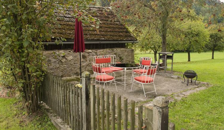 Garten mit Grillplatz (© Privat)