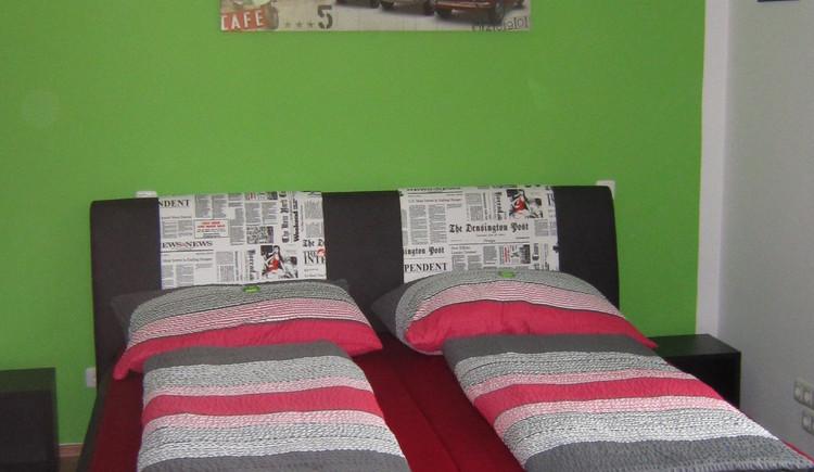 Ansicht der Betten im Schlafzimmer. (© Haus Bellevue)