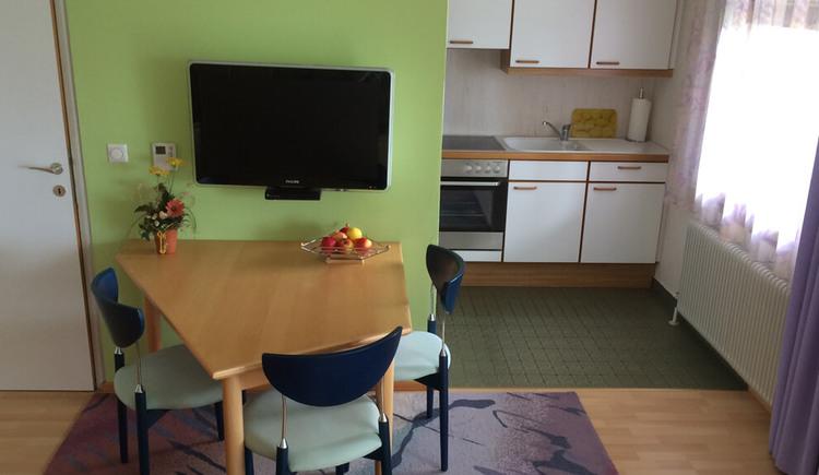 Apartment mit Seeblick - Essbereich mit Blick in die Kueche