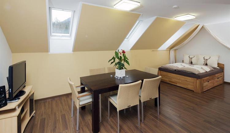 Wohn-Schlafzimmer im Gamserl (© Kornek)