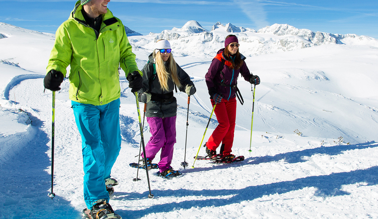 Snowshoe hiking on the Dachstein Krippenstein. (© Dachstein Tourismus AG/Manfred Schöpf)