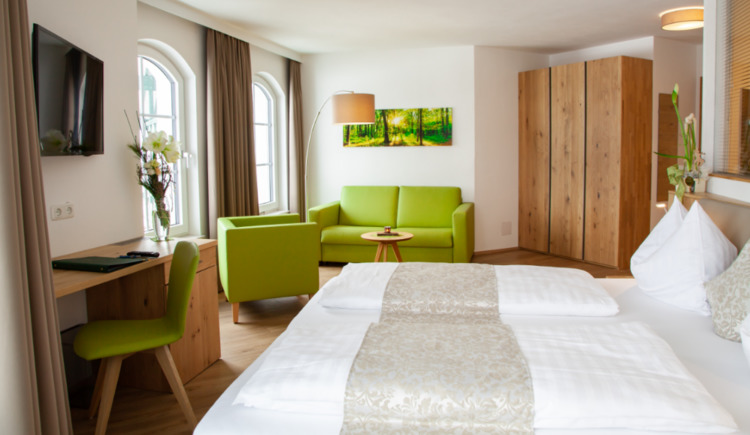 Beispiel Zimmer im Genusshotel Irmgard in Straß im Attergau in Oberösterreich. (© Soriat-Sturm; Fotograf: Linda Mayr)