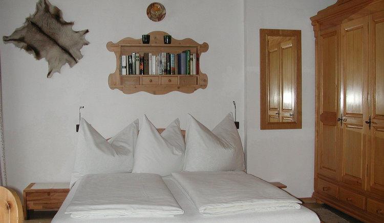 Schlafzimmer in unserer ersten Wohnung. (© Vierthaler Johanna)