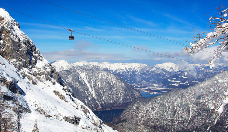 Dachstein Krippenstein cable car with view into the Inner Salzkammergut. (© Dachstein Tourismus AG/Manfred Schöpf)