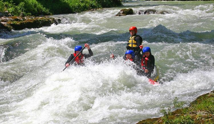 Rafting-Aktion (© PRO-ADVENTURES)