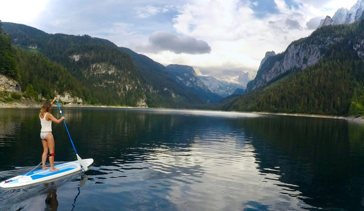 Stand Up Paddel on the Gosau Lake, with an beautiful view on the mountain Dachstein.