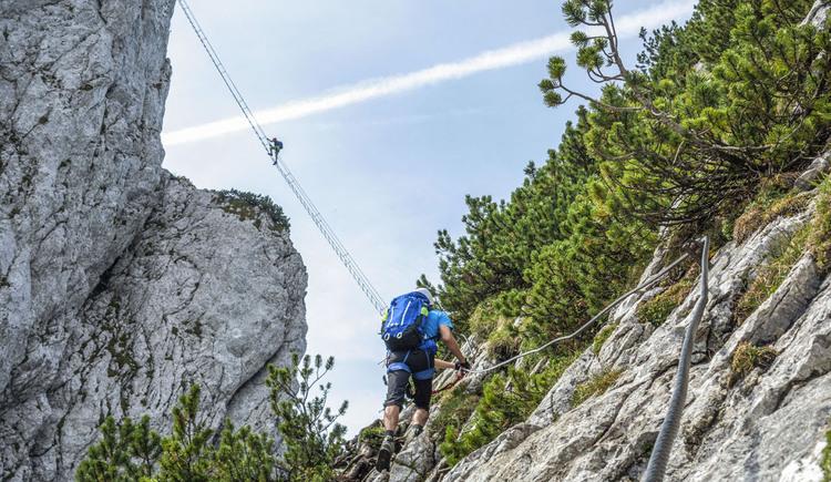 Ein beliebter Klettersteig ist der Donnerkogel Klettersteig in Gosau am Dachstein mit der berühmt berüchtigten Himmelsleiter. (© RudiKainPhotografie)