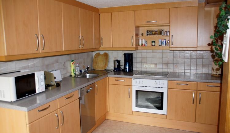 Beide Ferienwohnungen der Unterkunft Klose bieten eine voll ausgestattete Küche für einen hohen Komfort während Ihres Aufenthalts. (© Manuela Sommerer)
