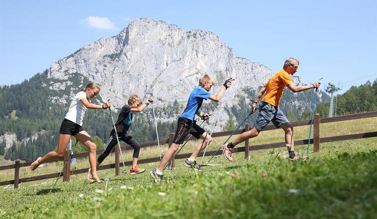Sport auf der Alm und Stubwies (© Land OÖ/Schauer/Liedl)