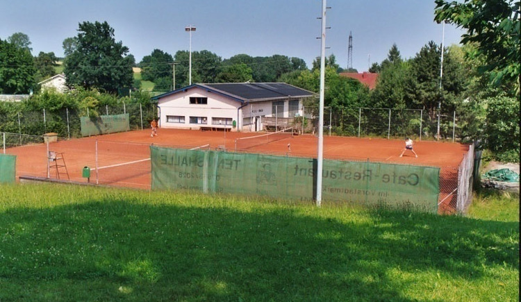 union bach tennis.jpg
