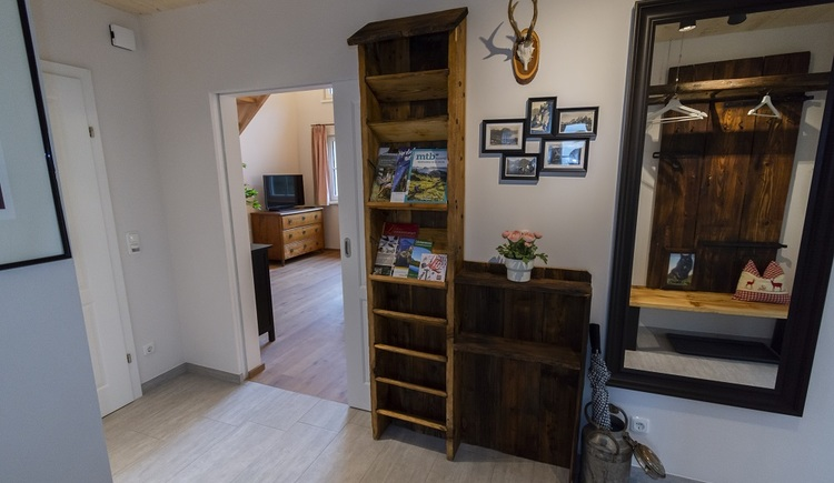 All rooms of Chalet 164 have been carefully thought through and lovingly designed, what can already be seen in the entrance area of the holiday home.