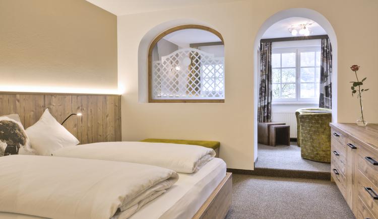 Unsere neu renovierten Familienzimmer bieten genügend Platz für einen angenehmen Aufenthalt in der Ferienregion Dachstein Salzkammergut. (© Hotel Sommerhof e. U.)