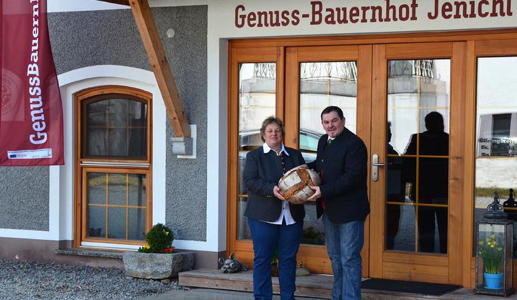 Der Genussbauernhof Jenichl in Altheim betreibt neben dem Hofladen auch eine Mostschänke - Jenichls Köndlkuchl, in welcher man bei einem Knödelworkshop das Knödeldrehen erlernen kann. (© http://www.fotovorich.at)